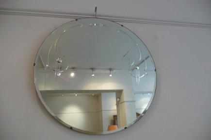 Round Mirror with etched decoration