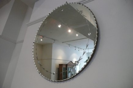 Round Mirror with decoration